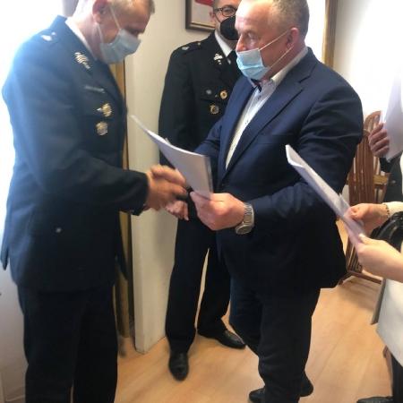 Wyróżnienia druhom wręczyli Wicestarosta Iwona Sierocka oraz Przewodniczący Rady Powiatu w Płocku Lech Dąbrowski