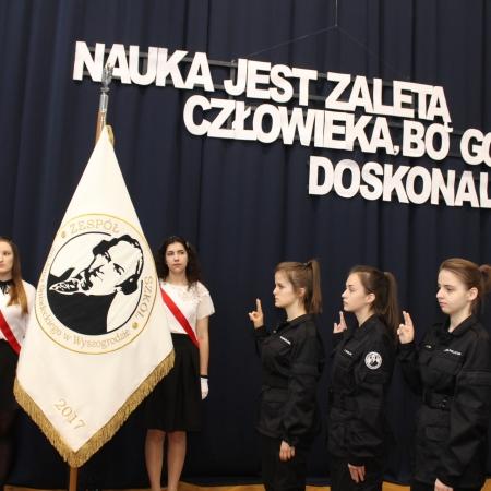 Obchody Święta Patrona Szkoły i ślubowanie klas pierwszych w Zespole Szkół im. Jana Śniadeckiego w Wyszogrodzie