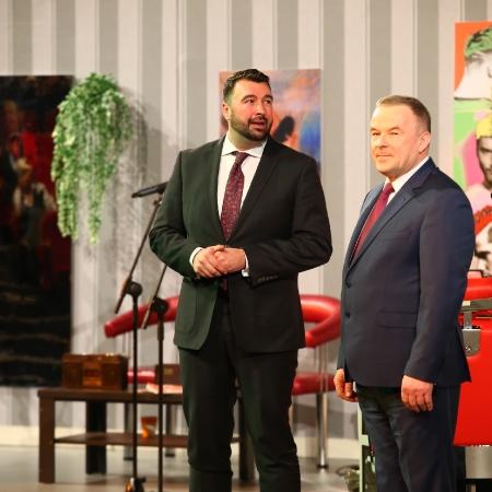 """Powiat Płocki na Dzień Kobiet – spektakl """"Szalone nożyczki"""""""
