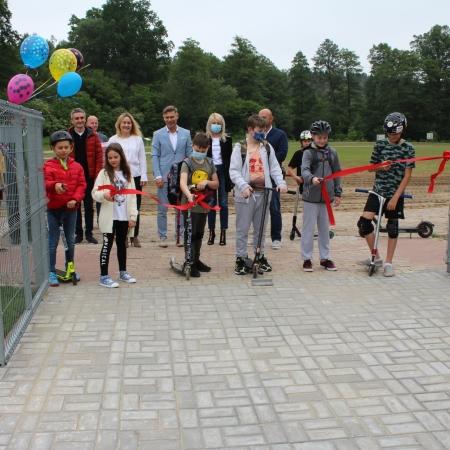 Uroczyste otwarcie nowoczesnego placu zabaw w Słupnie