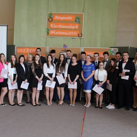 Uroczystość zakończenia roku szkolnego maturzystów w Gąbinie