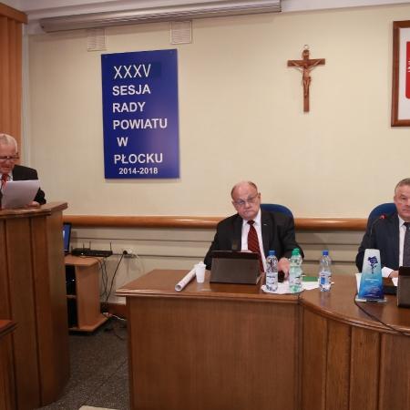 XXXV sesja Rady Powiatu. Radni murem za lotniskiem w Modlinie